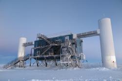 IceCube Neutrino Observatory (2015). Kredit: Erik Beiser, IceCube / NSF.