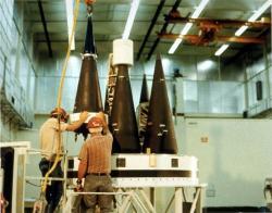 Montáž jaderných hlavic technologie MIRV do americké jaderné rakety Peacekeeper