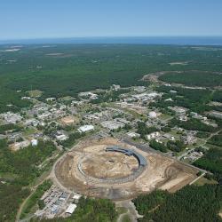 Brookhavenská národní laboratoř (2010). Kredit: BNL.