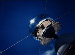 Vangaurd 1 byl první družicí s fotovoltaickými články, v té době jako test (zdroj NASA).
