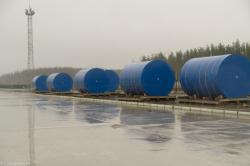 Kontejnery HI-STORM připravené v místě budoucího úložiště (zdroj Energoatom).
