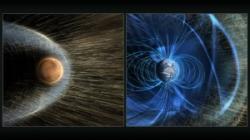 Mars na rozdíl od Země nemá magnetické pole, jehož siločáry brání Slunečnímu větru v erozi atmosféry. Zdroj: http://svs.gsfc.nasa.gov/