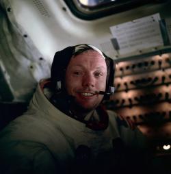Kdo se stane Neilem Armstrongem v Biomedicínském závodu? Kredit: NASA / Edwin E. Aldrin, Jr.