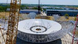 Nově vybudovaná velká anténa o průměru 70 m určená právě i pro spojení se sondou Tchen-wen-1 (zdroj Čínská akademie věd).