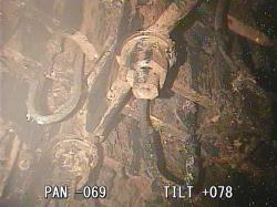 Pohled nahoru na spodní část reaktorové nádoby (zdroj TEPCO).