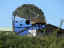 Teleskop soustavy VERITAS č. 3. Kredit: Wars / Wikimedia Commons.
