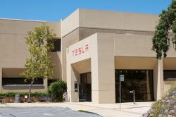 Sídlo společnosti Tesla vPalo Alto, Kalifornie. Kredit: Windell Oskay.