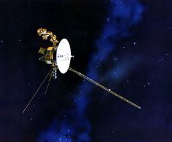 Voyager 1, cestovatel kosmickým prostorem. Kredit: NASA/JPL.