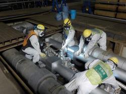 Vyplňování systému pro zmrazování země solankou (zdroj TEPCO).