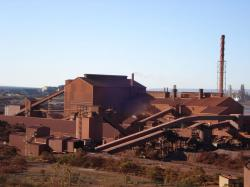 Whyalla Steelworks (cca 2009). Kredit: Joeltbooth / Wikimedia Commons.