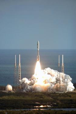 Start rakety Atlas V se sondou New Horizons, 19. ledna 2006. Kredit: NASA / Kim Shiflett.