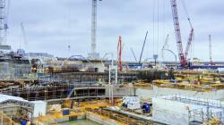 Stavba dvou reaktorů EPR v elektrárně Hinkley Point C značně pokročila (zdroj EDF Energy).
