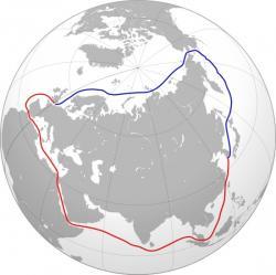Severní mořská cesta a jižní trasa. Dříve takéSeverovýchodní průjezd, je označení námořní cesty podél celého severního a východního pobřežíRuska. Obvykle se začíná podél severního pobřežíNorskapřes městoMurmanska dále podél celého severního pobřeží Ruska kBeringovu průlivua poté do Vladivostoku.  Bez ledu bývá necelých padesát dní v roce. (Kredit: Wikipedia)