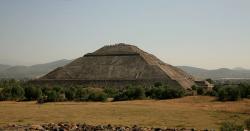 Takzvaná Pyramida Slunce, Teotihuacán. Kredit: Wernervp / Wikimedia Commons.