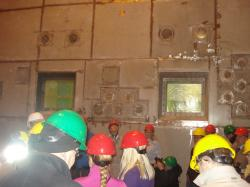 Horké komory pro úpravu palivových článků z černobylských bloků.
