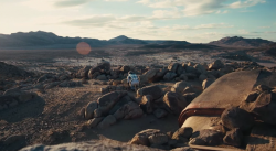 Obyvatelná poušť planety Edmunds. Kredit: Paramount Pictures Warner Bros.