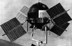 Explorer 6 byl první sondou s typickými panely solárních baterií (zdroj NASA).