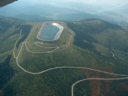 Horní jezero přečerpávací elektrárny Dlouhé Stráně (zdroj ČEZ).