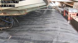 Instalace a nafouknutí krycího vaku nad bazénem pro vyhořelé palivo prvního bloku, má jej chránit před padajícími úlomky při čištění prostor nad ním a okolo něho (zdroj TEPCO).