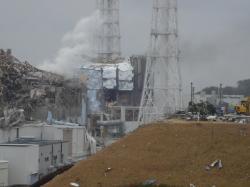 Povlak palivových souborů z nanodiamantů by mohl snížit riziko produkce vodíku v reakci páry se zirkonem, která vedla i k výbuchům vodíku ve Fukušimě I (zdroj TEPCO).