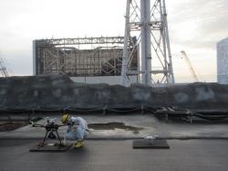 Příprava dronu ke startu k průzkumu ventilačního systému prvního a druhého bloku (zdroj TEPCO).