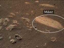 Skála Máaz se stala cílem prvních mineralogických a chemických analýz (zdroj NASA).