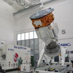 Sonda LISA Pathfinder se připravuje k letu (zdroj ESA).