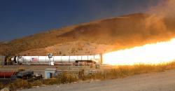 Testy největších motorů na tuhé palivo SRB, které provedla NASA a firma ATK Space Systems v roce 2011 (zdroj ATK).