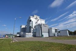 Budova suchého úložiště ISF-2, kde se upravují palivové soubory a dávají se do kontejneru (zdroj Černobylská jaderná elektrárna).