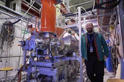Experiment BASE a mluvčí tohoto experimentu Stefan Ulmer (zdroj CERN).
