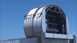 Záběr zkušební instalace krytu třetího bloku (zdroj TEPCO).