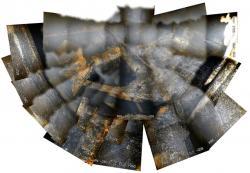 Mozaika snímků získaných robotem v kontejnmentu druhého bloku (zdroj TEPCO).