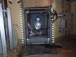 Práce na otvoru, který by umožnil průzkum kontejnmentu druhého bloku (zdroj TEPCO).