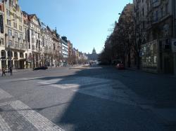 Prázdné Václavské náměstí v době karanténních opatření (foto Vladimír Wagner).