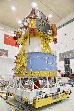 Sonda Čchang-e 5 při její předstartovní přípravě (zdroj CNSA).