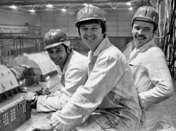 Tři pracovníci elektrárny, kteří se vydali do suterénu pod reaktorem, otevřeli ventily a umožnili vyčerpat vodu z nádrže pod zničenou aktivní zónou (zdroj internet).