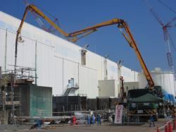 Ucpávání podzemních prostor a potrubí u druhého bloku betonáží (zdroj TEPCO)