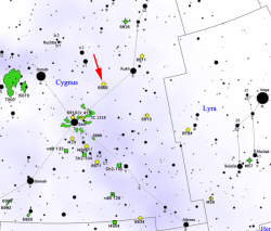 KIC8462852 je poblíž spičky červené šipky. Kredit: Roberto Mura / Wikimedia Commons.