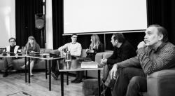 Diskuze vědců s organizátory stávky za klima, zleva Petr Doubravský, Eva Matoušová, Štěpán Stolz, Iva Zvěřinová, Petr Pokorný a Vladimír Wagner (foto Andrea Malíková).