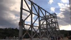 Trénink rozebírání konstrukce přechodného krytu prvního bloku (zdroj TEPCO).