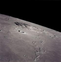 Místo budoucího přistání sondy Čchang-e 5 na snímku z Apolla 15 (foto NASA).