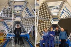 Nosná struktura pro připravovaný elektromagnetický kalorimetr ECAL (zdroj ÚJF AV ČR).