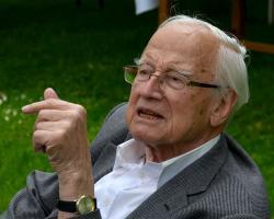 Prof. Rudolf Zahradník na fotce z r. 2016. Kredit: Jindřich Nosek, Wikimedia Commons.