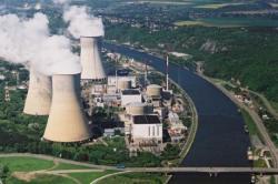 Velkou část nízkoemisní elektřiny v  Belgii produkují jaderné bloky. Na fotografii je elektrárna Tihange. (Zdroj Electrabel).