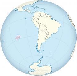 Velikonoční ostrov má plochu pouhých 163 km čtverečních. Je druhý nejodlehlejší obývaný ostrov světa. Jeho nejbližším obývaným sousedem je Pitcairn, vzdálený 2075km. K pobřežíChileto je 3600km.