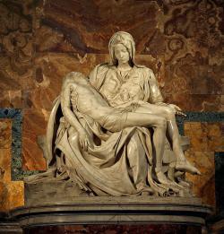 Pokud Michelangelova Pieta představuje tehdejší ideál krásy, jak tvrdí znalci umění, tak  na konci patnáctého století už muži obdivovali hodně mladé a hubené.  Kredit: Stanislav Traykov, Wikipedia CC-BY-2.5