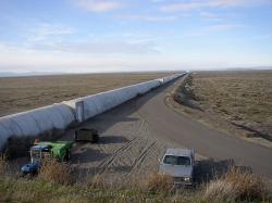 Část jedné ze stanic observatoře LIGO. Kredit: Umptanum / Wikimedia Commons.