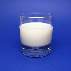 Je mléko protijed?  Glas of milk.  https://www.flickr.com/photos/niaid/33657535532/   Kredit NAID. CCBY 2.0 .     https://www.flickr.com/people/54591706@N02