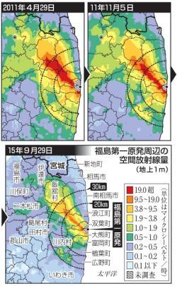 Kontaminace zasažených území. Zobrazen je dávkový příkon jeden metr nad zemí v mikrosievertech za hodinu. Nahoře vlevo je situace těsně po havárii 29. dubna 2011. Vpravo pak po sedmi měsících 5. listopadu 2011 a dole situace 29. září 2015. (Zdroj NRA).