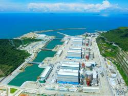 Intenzivní rozvoj jaderné energetiky probíhá v Číně, proto se zde také intenzivně pracuje na vývoji budoucích urychlovačem řízených transmutorů. Mezi největší jaderné elektrárny patří Jang-ťiang. (Zdroj CGNP).
